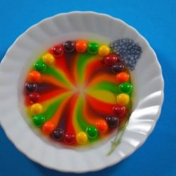 Skittles Rainbow : Dissolving Dye Science Project
