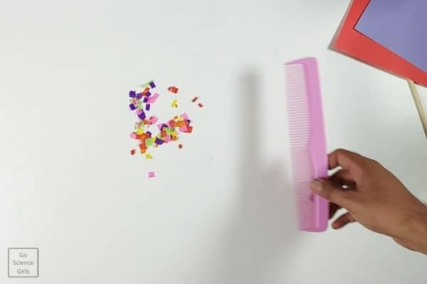 Static Electricity Experiment using Comb